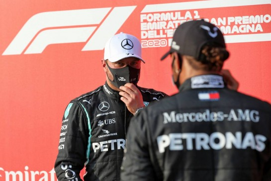 (L to R): Valtteri Bottas (FIN) Mercedes AMG F1 and team mate Lewis Hamilton (GBR) Mercedes AMG F1 in qualifying parc ferme. 31.10.2020. Formula 1 World Championship, Rd 13, Emilia Romagna Grand Prix, Imola, Italy, Qualifying Day. - www.xpbimages.com, EMail: requests@xpbimages.com © Copyright: Batchelor / XPB Images