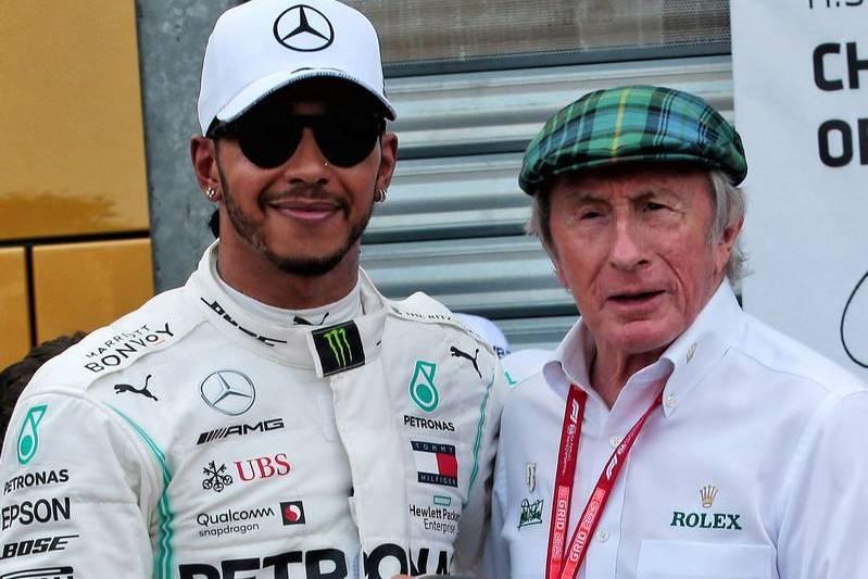 Stewart denies 'knocking' Hamilton's merits