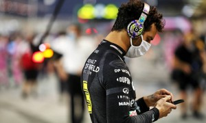 Ricciardo 'disgusted' by 'disrespectful' Grosjean crash replays