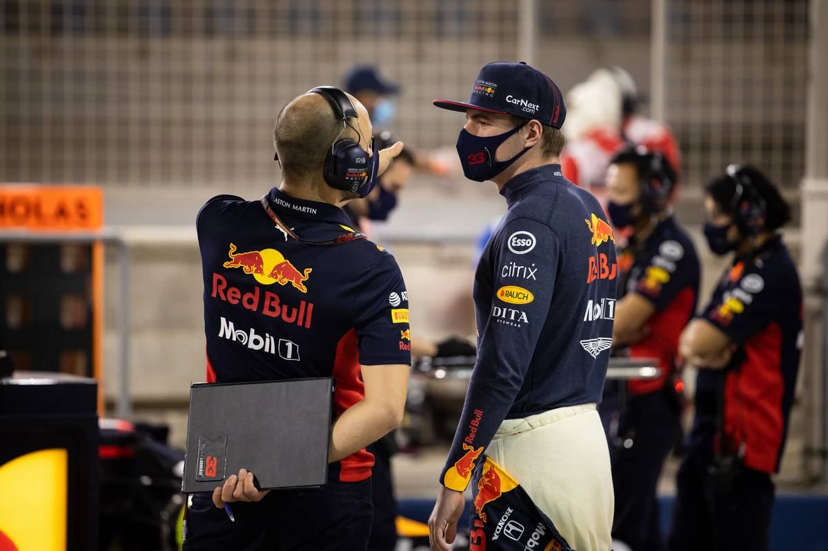 Max Verstappen (NLD) Red Bull Racing with Gianpiero Lambiase (ITA) Red Bull Racing Engineer in the pits while the race is stopped. 29.11.2020. Formula 1 World Championship, Rd 15, Bahrain Grand Prix