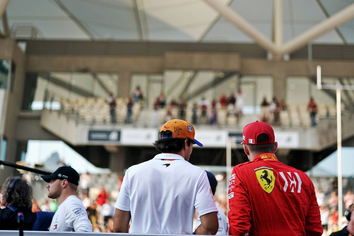Carlos Sainz Jr (ESP) McLaren and Charles Leclerc (MON) Ferrari on the drivers parade.