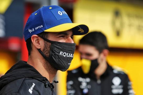 Daniel Ricciardo (AUS) Renault F1 Team. 01.11.2020. Formula 1 World Championship, Rd 13, Emilia Romagna Grand Prix, Imola, Italy, Race Day. - www.xpbimages.com, EMail: requests@xpbimages.com © Copyright: Moy / XPB Images