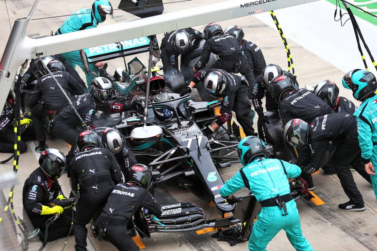 Valtteri Bottas (FIN) Mercedes AMG F1 W11 makes a pit stop. 01.11.2020