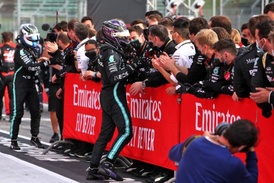 Race winner Lewis Hamilton (GBR) Mercedes AMG F1 celebrates with the team in parc ferme. 01.11.2020. Formula 1 World Championship, Rd 13, Emilia Romagna Grand Prix, Imola, Italy, Race Day. - www.xpbimages.com, EMail: requests@xpbimages.com © Copyright: Moy / XPB Images