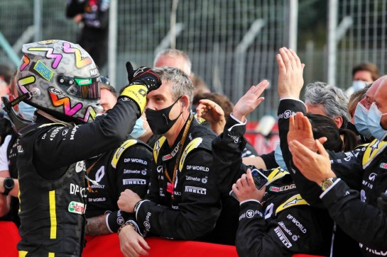 Daniel Ricciardo (AUS) Renault F1 Team celebrates his third position with the team in parc ferme. 01.11.2020. Formula 1 World Championship, Rd 13, Emilia Romagna Grand Prix, Imola, Italy, Race Day. - www.xpbimages.com, EMail: requests@xpbimages.com © Copyright: Moy / XPB Images