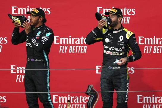 Daniel Ricciardo (AUS), Renault F1 Team and Lewis Hamilton (GBR), Mercedes AMG F1  01.11.2020. Formula 1 World Championship, Rd 13, Emilia Romagna Grand Prix, Imola, Italy, Race Day.- www.xpbimages.com, EMail: requests@xpbimages.com © Copyright: Charniaux / XPB Images