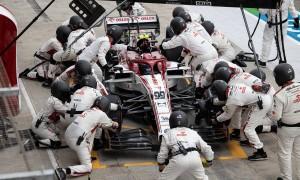 Antonio Giovinazzi (ITA) Alfa Romeo Racing C39 makes a pit stop. 01.11.2020. Formula 1 World Championship, Rd 13, Emilia Romagna Grand Prix
