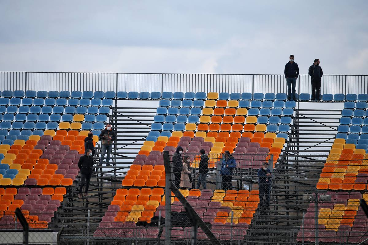 Circuit atmosphere - people in the grandstand.
