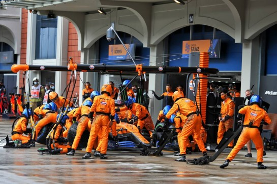 Lando Norris (GBR) McLaren MCL35 makes a pit stop.
