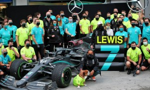 Race winner and World Champion Lewis Hamilton (GBR) Mercedes AMG F1 celebrates with the team.