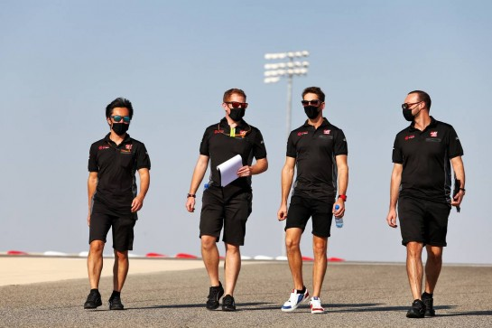 Romain Grosjean (FRA) Haas F1 Team walks the circuit with the team.