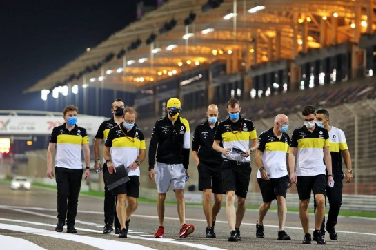 Esteban Ocon (FRA) Renault F1 Team walks the circuit with the team.