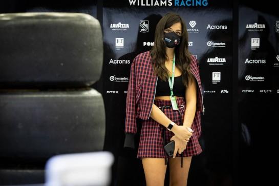 Sandra Dziwiszek (POL), girlfriend of Nicholas Latifi (CDN) Williams Racing. 27.11.2020. Formula 1 World Championship, Rd 15, Bahrain Grand Prix, Sakhir, Bahrain, Practice Day - www.xpbimages.com, EMail: requests@xpbimages.com © Copyright: Bearne / XPB Images