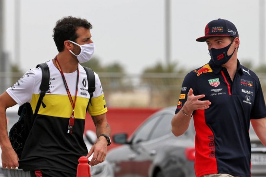(L to R): Daniel Ricciardo (AUS) Renault F1 Team with Max Verstappen (NLD) Red Bull Racing. 28.11.2020. Formula 1 World Championship, Rd 15, Bahrain Grand Prix, Sakhir, Bahrain, Qualifying Day. - www.xpbimages.com, EMail: requests@xpbimages.com © Copyright: Batchelor / XPB Images
