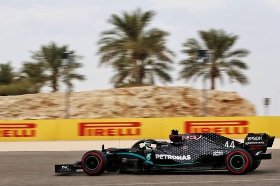 Lewis Hamilton (GBR) Mercedes AMG F1 W11. 28.11.2020. Formula 1 World Championship, Rd 15, Bahrain Grand Prix, Sakhir, Bahrain, Qualifying Day. - www.xpbimages.com, EMail: requests@xpbimages.com © Copyright: Batchelor / XPB Images