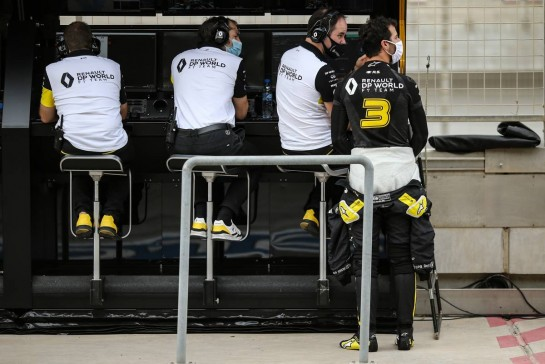 Daniel Ricciardo (AUS) Renault F1 Team. 28.11.2020. Formula 1 World Championship, Rd 15, Bahrain Grand Prix, Sakhir, Bahrain, Qualifying Day. - www.xpbimages.com, EMail: requests@xpbimages.com © Copyright: Charniaux / XPB Images