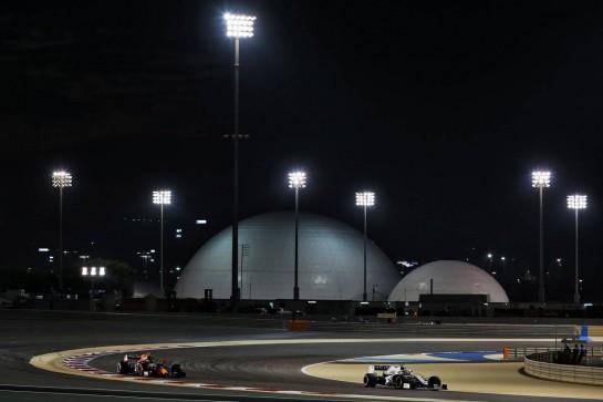 Nicholas Latifi (CDN) Williams Racing FW43 and Alexander Albon (THA) Red Bull Racing RB16. 28.11.2020. Formula 1 World Championship, Rd 15, Bahrain Grand Prix, Sakhir, Bahrain, Qualifying Day. - www.xpbimages.com, EMail: requests@xpbimages.com © Copyright: Moy / XPB Images
