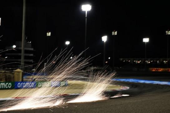 Sparks flying during qualifying. 28.11.2020. Formula 1 World Championship, Rd 15, Bahrain Grand Prix, Sakhir, Bahrain, Qualifying Day. - www.xpbimages.com, EMail: requests@xpbimages.com © Copyright: Batchelor / XPB Images