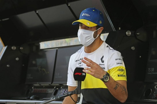 Daniel Ricciardo (AUS) Renault F1 Team. 29.11.2020. Formula 1 World Championship, Rd 15, Bahrain Grand Prix, Sakhir, Bahrain, Race Day. - www.xpbimages.com, EMail: requests@xpbimages.com © Copyright: Charniaux / XPB Images