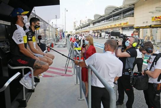Daniel Ricciardo (AUS) Renault F1 Team and team mate Esteban Ocon (FRA) Renault F1 Team with Rachel Brookes (GBR) Sky Sports F1 Reporter. 29.11.2020. Formula 1 World Championship, Rd 15, Bahrain Grand Prix, Sakhir, Bahrain, Race Day. - www.xpbimages.com, EMail: requests@xpbimages.com © Copyright: Charniaux / XPB Images