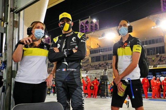 Esteban Ocon (FRA) Renault F1 Team with Aurelie Donzelot (FRA) Renault F1 Team Media Communications Manager and Dan Williams (GBR) Renault F1 Team Personal Trainer in the pits while the race is stopped. 29.11.2020. Formula 1 World Championship, Rd 15, Bahrain Grand Prix, Sakhir, Bahrain, Race Day. - www.xpbimages.com, EMail: requests@xpbimages.com © Copyright: Charniaux / XPB Images