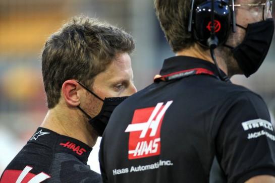 Romain Grosjean (FRA) Haas F1 Team on the grid. 29.11.2020. Formula 1 World Championship, Rd 15, Bahrain Grand Prix, Sakhir, Bahrain, Race Day. - www.xpbimages.com, EMail: requests@xpbimages.com © Copyright: Batchelor / XPB Images