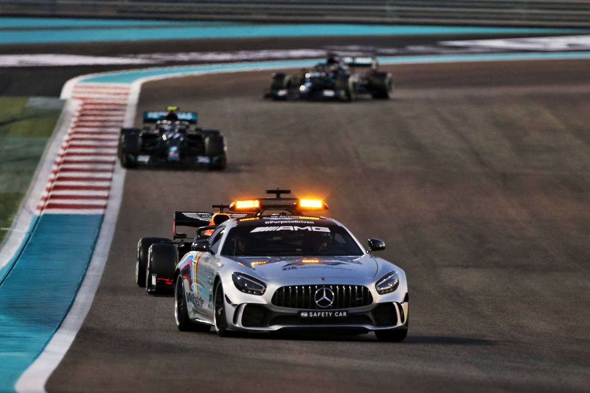 Max Verstappen (NLD) Red Bull Racing RB16 leads behind the FIA Safety Car. 13.12.2020. Formula 1 World Championship, Rd 17, Abu Dhabi Grand Prix