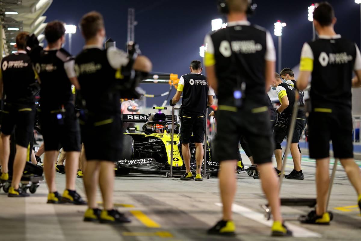 Esteban Ocon (FRA) Renault F1 Team RS20. 05.12.2020. Formula 1 World Championship, Rd 16, Sakhir Grand Prix
