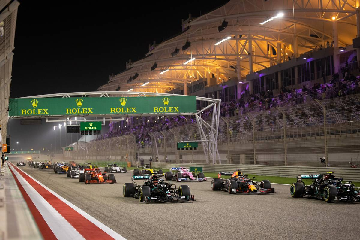 George Russell (GBR) Mercedes AMG F1 W11, Max Verstappen (NLD) Red Bull Racing RB16, and Valtteri Bottas (FIN) Mercedes AMG F1 W11 at the start of the race. 06.12.2020. Formula 1 World Championship, Rd 16, Sakhir Grand Prix