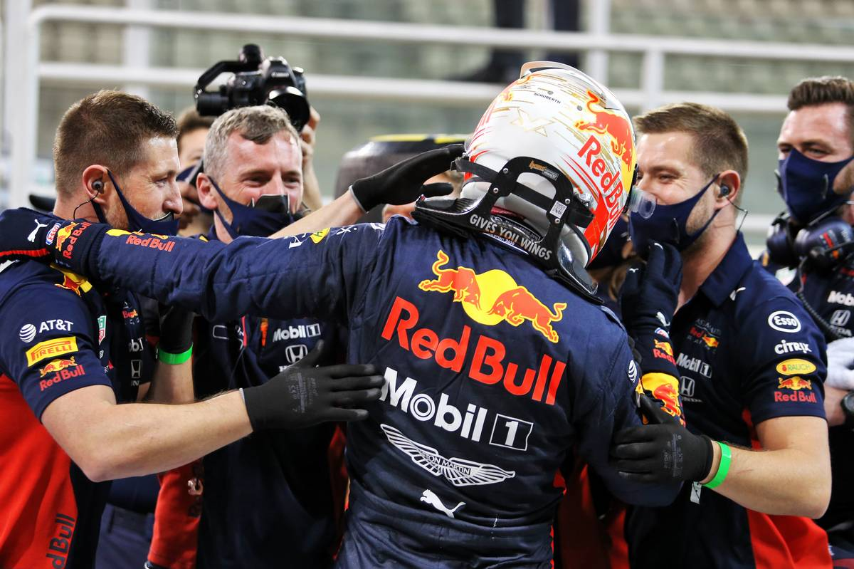 Max Verstappen (NLD) Red Bull Racing celebrates his pole position in qualifying parc ferme with the team. 12.12.2020. Formula 1 World Championship, Rd 17, Abu Dhabi Grand Prix, Yas Marina Circuit