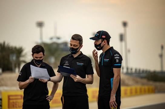 Nicholas Latifi (CDN) Williams Racing walks the circuit with the team. 02.12.2020. Formula 1 World Championship, Rd 16, Sakhir Grand Prix, Sakhir, Bahrain, Preparation Day. - www.xpbimages.com, EMail: requests@xpbimages.com © Copyright: Bearne / XPB Images