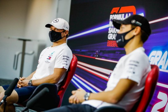 (L to R): Valtteri Bottas (FIN) Mercedes AMG F1 and team mate George Russell (GBR) Mercedes AMG F1 in the FIA Press Conference. 03.12.2020. Formula 1 World Championship, Rd 16, Sakhir Grand Prix, Sakhir, Bahrain, Preparation Day. - www.xpbimages.com, EMail: requests@xpbimages.com © Copyright: FIA Pool Image for Editorial Use Only