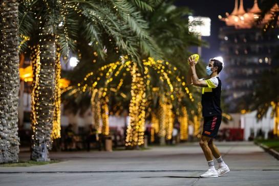 Daniel Ricciardo (AUS) Renault F1 Team. 03.12.2020. Formula 1 World Championship, Rd 16, Sakhir Grand Prix, Sakhir, Bahrain, Preparation Day. - www.xpbimages.com, EMail: requests@xpbimages.com © Copyright: Charniaux / XPB Images
