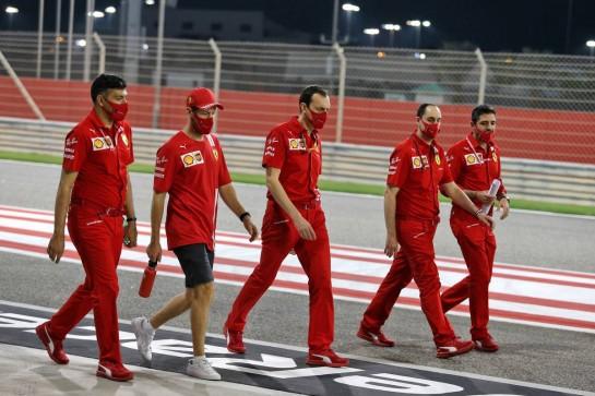 Sebastian Vettel (GER) Ferrari walks the circuit with the team. 03.12.2020. Formula 1 World Championship, Rd 16, Sakhir Grand Prix, Sakhir, Bahrain, Preparation Day. - www.xpbimages.com, EMail: requests@xpbimages.com © Copyright: Moy / XPB Images