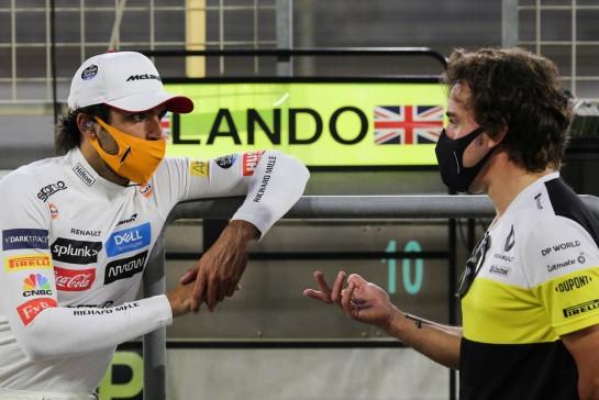 (L to R): Carlos Sainz Jr (ESP) McLaren with Fernando Alonso (ESP) Renault F1 Team. 05.12.2020. Formula 1 World Championship, Rd 16, Sakhir Grand Prix, Sakhir, Bahrain, Qualifying Day. - www.xpbimages.com, EMail: requests@xpbimages.com © Copyright: Charniaux / XPB Images