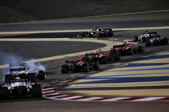 Daniel Ricciardo (AUS) Renault F1 Team RS20 at the start of the race. 06.12.2020. Formula 1 World Championship, Rd 16, Sakhir Grand Prix, Sakhir, Bahrain, Race Day. - www.xpbimages.com, EMail: requests@xpbimages.com © Copyright: Batchelor / XPB Images