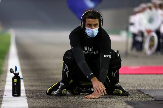 Daniel Ricciardo (AUS) Renault F1 Team on the grid. 06.12.2020. Formula 1 World Championship, Rd 16, Sakhir Grand Prix, Sakhir, Bahrain, Race Day. - www.xpbimages.com, EMail: requests@xpbimages.com © Copyright: Moy / XPB Images