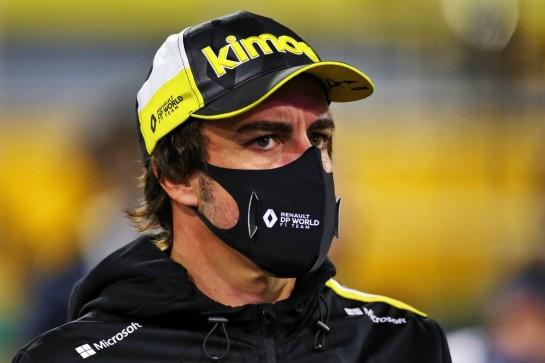 Fernando Alonso (ESP) Renault F1 Team on the grid. 06.12.2020. Formula 1 World Championship, Rd 16, Sakhir Grand Prix, Sakhir, Bahrain, Race Day. - www.xpbimages.com, EMail: requests@xpbimages.com © Copyright: Moy / XPB Images