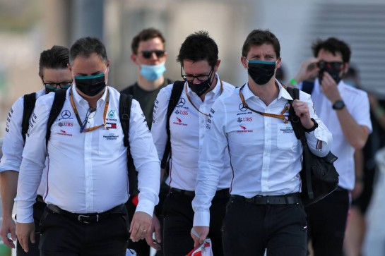 (L to R): Ron Meadows (GBR) Mercedes GP Team Manager; Andrew Shovlin (GBR) Mercedes AMG F1 Engineer; James Vowles (GBR) Mercedes AMG F1 Chief Strategist. 10.12.2020. Formula 1 World Championship, Rd 17, Abu Dhabi Grand Prix, Yas Marina Circuit, Abu Dhabi, Preparation Day. - www.xpbimages.com, EMail: requests@xpbimages.com © Copyright: Moy / XPB Images