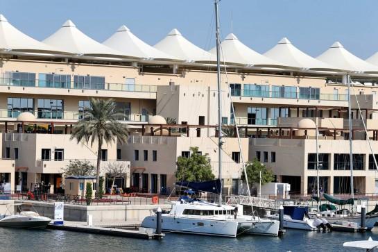 Circuit atmosphere. 10.12.2020. Formula 1 World Championship, Rd 17, Abu Dhabi Grand Prix, Yas Marina Circuit, Abu Dhabi, Preparation Day. - www.xpbimages.com, EMail: requests@xpbimages.com © Copyright: Moy / XPB Images