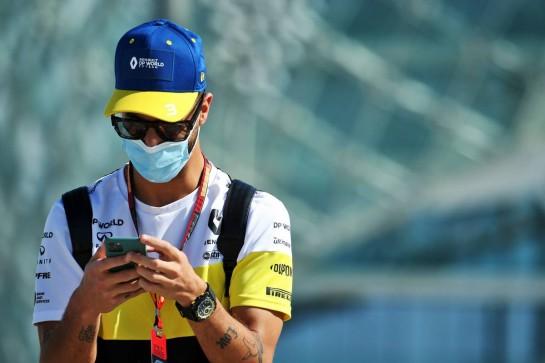 Daniel Ricciardo (AUS) Renault F1 Team. 11.12.2020. Formula 1 World Championship, Rd 17, Abu Dhabi Grand Prix, Yas Marina Circuit, Abu Dhabi, Practice Day. - www.xpbimages.com, EMail: requests@xpbimages.com © Copyright: Batchelor / XPB Images