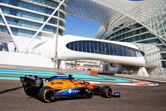 Carlos Sainz Jr (ESP) McLaren MCL35. 11.12.2020. Formula 1 World Championship, Rd 17, Abu Dhabi Grand Prix, Yas Marina Circuit, Abu Dhabi, Practice Day. - www.xpbimages.com, EMail: requests@xpbimages.com © Copyright: Moy / XPB Images