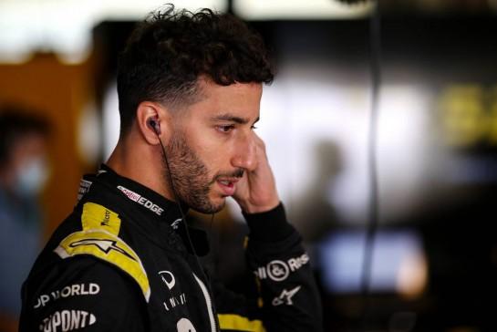 Daniel Ricciardo (AUS) Renault F1 Team. 11.12.2020. Formula 1 World Championship, Rd 17, Abu Dhabi Grand Prix, Yas Marina Circuit, Abu Dhabi, Practice Day. - www.xpbimages.com, EMail: requests@xpbimages.com © Copyright: Charniaux / XPB Images