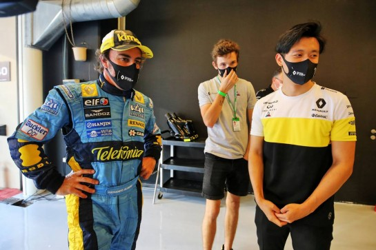 (L to R): Fernando Alonso (ESP) Renault F1 Team with Christian Lundgaard (DEN) Renault Sport Academy Driver and Guanyu Zhou (CHN) Renault F1 Team Test Driver. 11.12.2020. Formula 1 World Championship, Rd 17, Abu Dhabi Grand Prix, Yas Marina Circuit, Abu Dhabi, Practice Day. - www.xpbimages.com, EMail: requests@xpbimages.com © Copyright: Charniaux / XPB Images