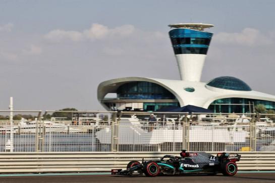 Lewis Hamilton (GBR) Mercedes AMG F1 W11. 12.12.2020. Formula 1 World Championship, Rd 17, Abu Dhabi Grand Prix, Yas Marina Circuit, Abu Dhabi, Qualifying Day. - www.xpbimages.com, EMail: requests@xpbimages.com © Copyright: Batchelor / XPB Images