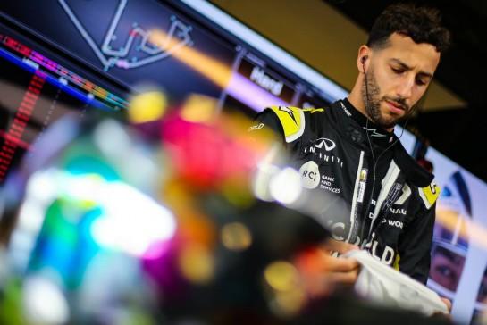Daniel Ricciardo (AUS) Renault F1 Team. 12.12.2020. Formula 1 World Championship, Rd 17, Abu Dhabi Grand Prix, Yas Marina Circuit, Abu Dhabi, Qualifying Day. - www.xpbimages.com, EMail: requests@xpbimages.com © Copyright: Charniaux / XPB Images