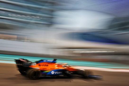 Carlos Sainz Jr (ESP) McLaren MCL35. 12.12.2020. Formula 1 World Championship, Rd 17, Abu Dhabi Grand Prix, Yas Marina Circuit, Abu Dhabi, Qualifying Day. - www.xpbimages.com, EMail: requests@xpbimages.com © Copyright: Moy / XPB Images