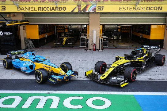 (L to R): The Renault R25 and the Renault F1 Team RS20. 13.12.2020. Formula 1 World Championship, Rd 17, Abu Dhabi Grand Prix, Yas Marina Circuit, Abu Dhabi, Race Day. - www.xpbimages.com, EMail: requests@xpbimages.com © Copyright: Charniaux / XPB Images