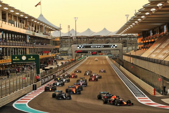Max Verstappen (NLD) Red Bull Racing RB16 leads at the start of the race. 13.12.2020. Formula 1 World Championship, Rd 17, Abu Dhabi Grand Prix, Yas Marina Circuit, Abu Dhabi, Race Day. - www.xpbimages.com, EMail: requests@xpbimages.com © Copyright: Moy / XPB Images