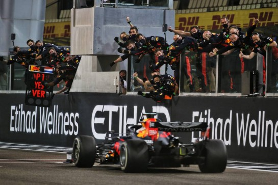Race winner Max Verstappen (NLD) Red Bull Racing RB16 celebrates as he passes his team at the end of the race. 13.12.2020. Formula 1 World Championship, Rd 17, Abu Dhabi Grand Prix, Yas Marina Circuit, Abu Dhabi, Race Day. - www.xpbimages.com, EMail: requests@xpbimages.com © Copyright: Batchelor / XPB Images
